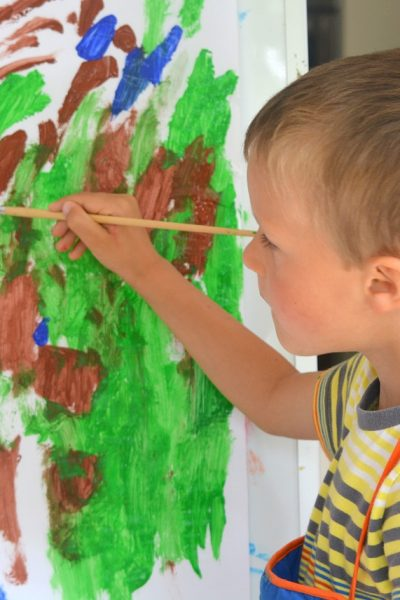7 Ways to Keep Your Kids Busy When You're Busy